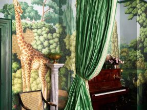 Perdele si tapet De Gournay – Madame's Magical Menagerie