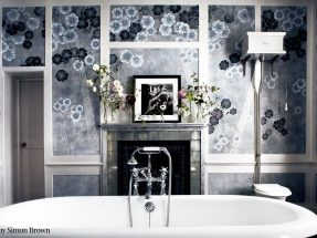 de Gournay Wallpaper – Anemones in Light